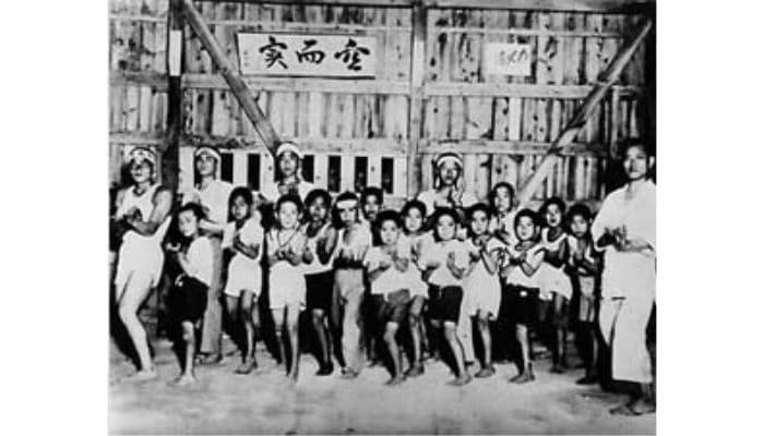 Karate Bambini storica immagine con abiti normali