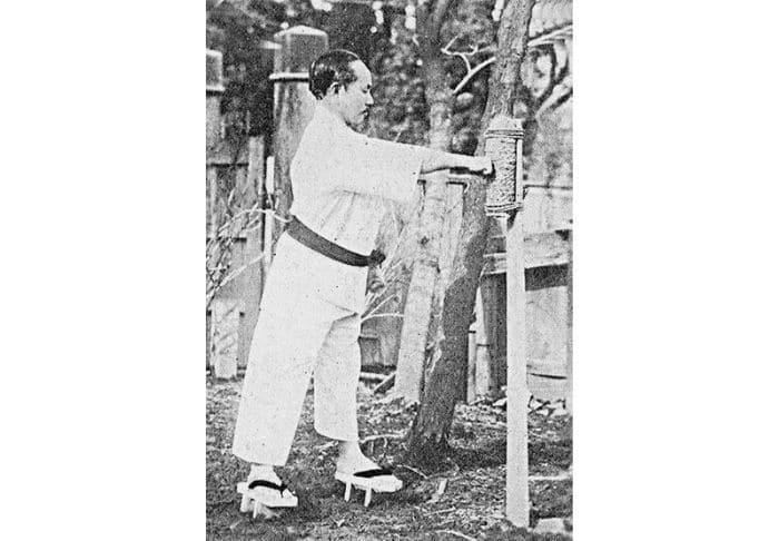 Makiwara e Funakoshi