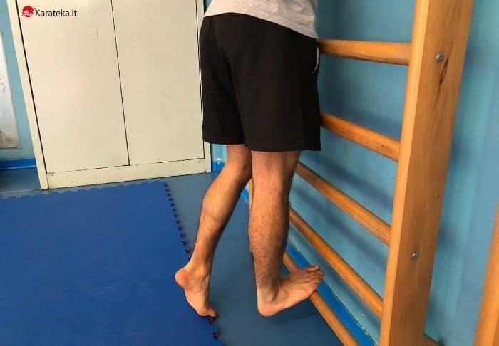 esercizi-mobilità-articolare-stretching-polpaccio