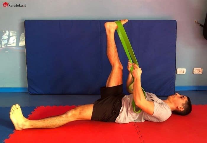 stretching-ischiocrurali-straight-leg-stretch